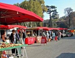 au marche-in the market